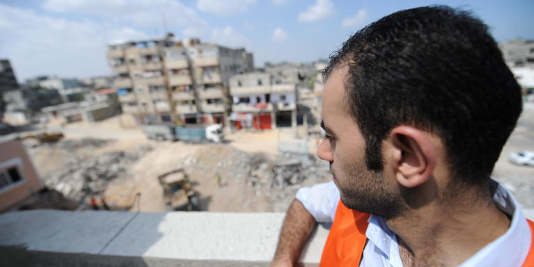 Mazen Naim, NRC's advocacy and communications officer in Gaza, on the roof of his house in Beit Hanoun Photo: Karl Schembri/NRC