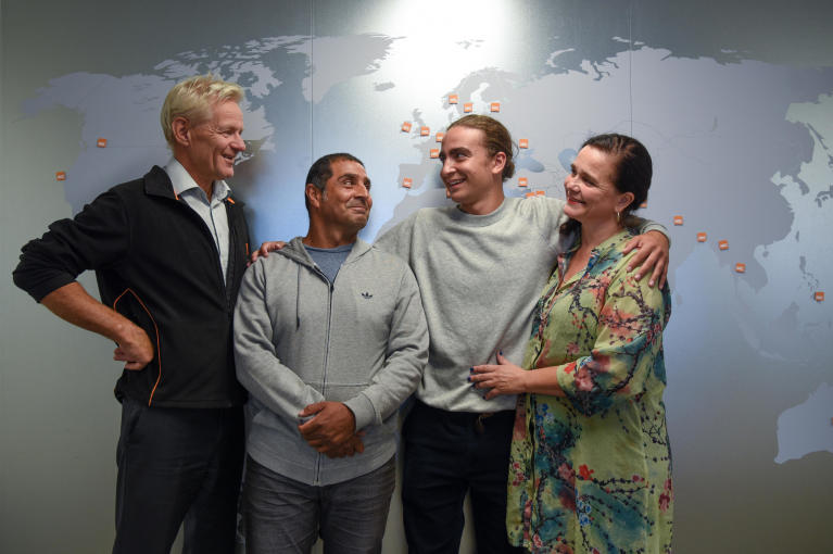 Jan Egeland, father René Valdés, Marlon Langeland and mother Catherine Langeland.  Photo: Ingebjørg Kårstad/NRC
