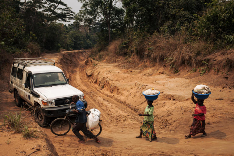 An NRC vehicle driving on the main road between Kananga, Kasai-Central's capital and Tshikapa, Kasai province. The poor state of roads and the limited availability of transport in the region reinforce the isolation of rural residents.  28 August 2018, Kasai-Central Province, DR Congo Photo: NRC/Aléxis Huguet