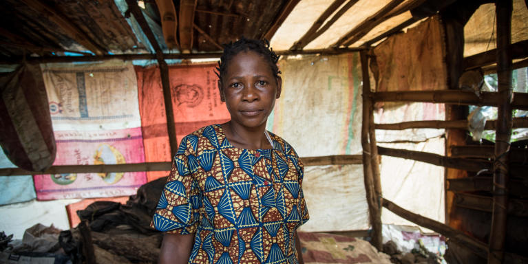 Minette (38) and her family fled from Manyu and sought safety in Buea after their home was burned down. They have received some plastic sheeting and utensils from NRC, and they have built a temporary kitchen at their new place in Buea.  Photo: NRC/Tiril Skarstein